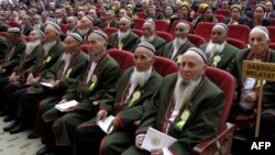 Участники заседания Совета старейшин Туркменистана, Дашогуз, 2013 год.