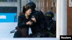 Бывшая заложница Мониса, которой удалось покинуть кафе за несколько часов до штурма