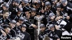 """Хоккеисты """"Лос-Анджелес Кингс"""" выиграли последний по времени Кубок Стенли. А вот будет ли разыгран новый - пока непонятно: локаут..."""