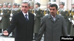 Armenia - President Serzh Sarkisian (L) greets his Iranian counterpart Mahmoud Ahmadinejad in Yerevan, 23Dec2011.