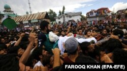 Kashmiri villagers carry the body of slain rebel in Kulgam some 65 kilometers south of Srinagar, the summer capital of Indian Kashmir on July 25.