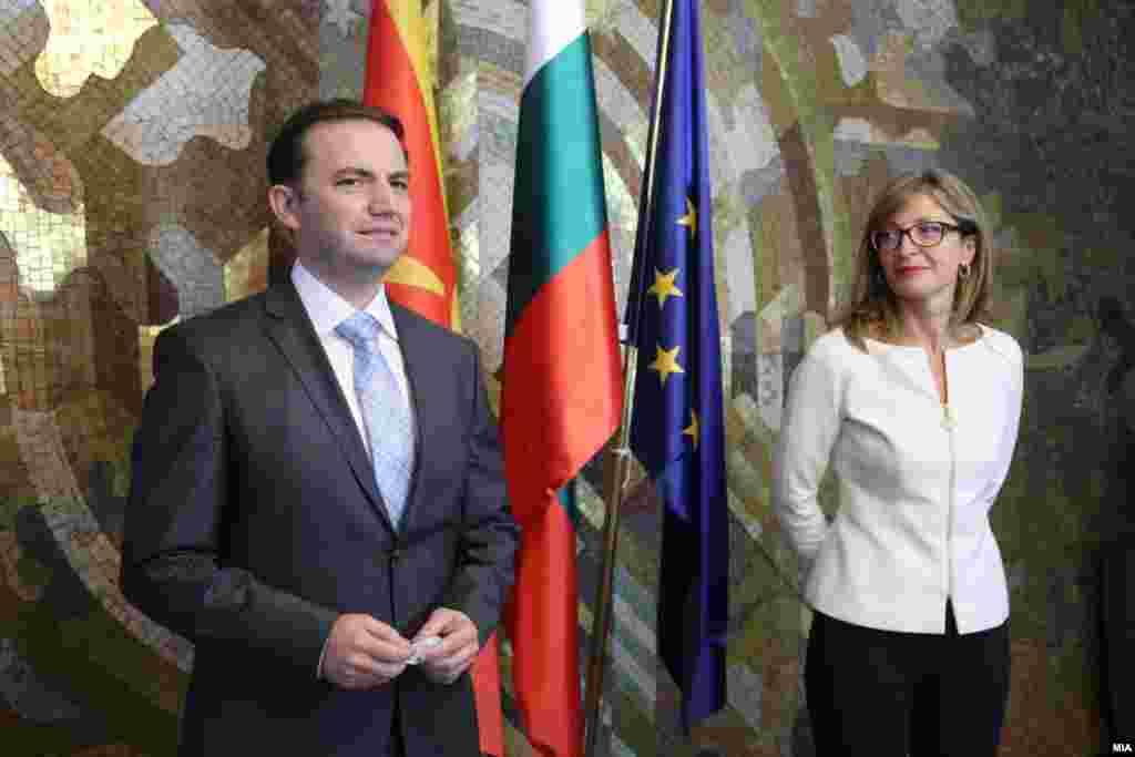 СЕВЕРНА МАКЕДОНИЈА - Решение на проблемот меѓу Скопје и Софија е предуслов за одржување на првата меѓувладина конференција меѓу земјава и Европската унија која требаше да се одржи во декември. Ова го потврди германскиот министер за надворешни работи Хајко Маас, по самитот на Берлинскиот процес со кој претседаваа Бугарија и Северна Македонија, а се одржа онлајн поради пандемијата со коронавирусот.