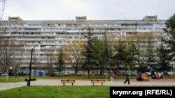 Кольцами Симферополя. Дом-«корабль» и универмаг«Крым» на площади Московской (фотогалерея)