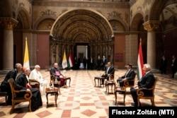 Ferenc pápa találkozója Áder János köztársasági elnökkel Orbán Viktor miniszterelnökkel és Semjén Zsolt miniszterelnök-helyettessel 2021. szeptember 12-én.