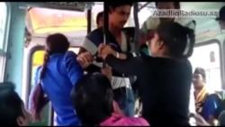 Qızlar avtobusda onlara sataşanları döydülər