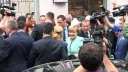 Merkel u Memorijalnoj galeriji Srebrenica
