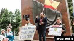 Семен Кочкин на пикете солидарности с Москвой 10 августа 2019 года