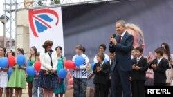 Toni Bler gjatë vizitës në Kosovë