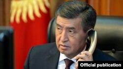 Сооронбой Ҷеенбеков, раиси ҷумҳури Қирғизистон.