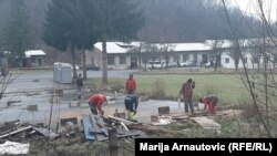"""Izbjeglice i migranti u kampu """"Blažuj"""""""