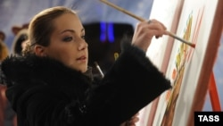 Рисунок на Рождественской ярмарке в Питере в исполнении актрисы Ольги Будиной