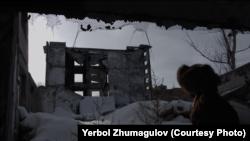 Ербол Жумагулов в кадре своего документального фильма «Слух камней. Опыты деколонизации».