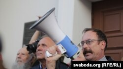 Вячаслаў Сіўчык выступае на пікеце ў 2015 годзе