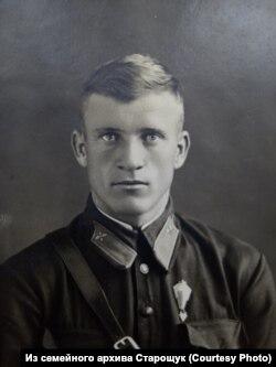 Василий Старощук. Фронтовое фото. 1942 г.
