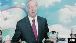 Ислам Каримовтың Ташкенттің орталығында көрнекті жерге ілінген суреті. Ташкент 2007 жыл