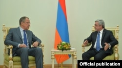 Armenia - President Serzh Sarkisian (R) meets with Russian Foreign Minister Sergey Lavrov, Yerevan, 9Nov2015.
