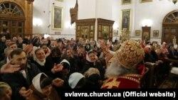 Відзначення Великодня у Святогірській лаврі, яка нині перебуває в користуванні УПЦ (Московського патріархату), 19 квітня 2020 року