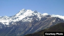 Горный хребет Диклосмта в районе села Ведучи, где планируется построить горнолыжный комплекс, Чечня.