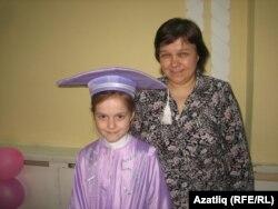 Камилә Закирова әнисе Әлфия ханым белән