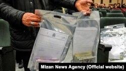 پلیس تهران چهارشنبه گذشته خبر داد که بیش از ۹۰ تن از «دلالان ارز» را دستگیر کرده است.