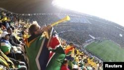 Представители южноафриканского оргкомитета утверждают, что вувузелы никогда не будут запрещены на стадионах, поскольку они являются частью южноафриканской культуры