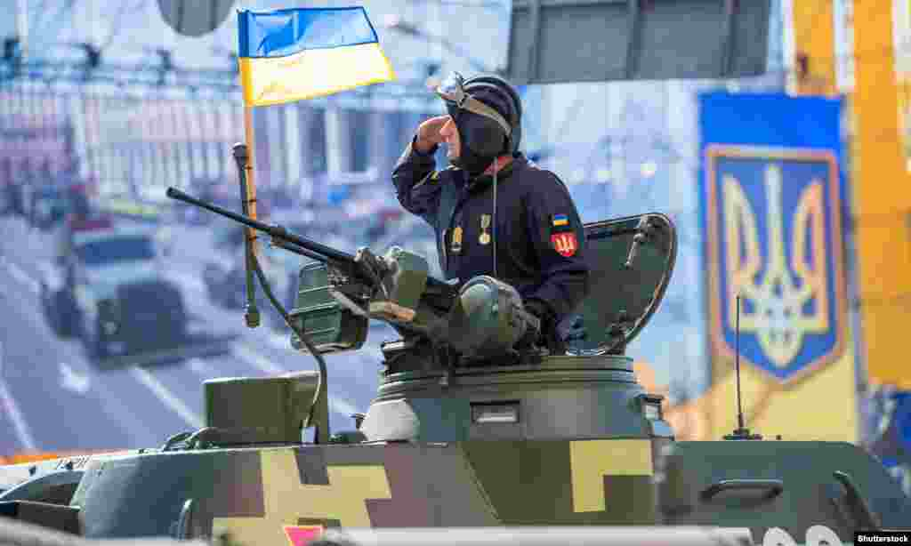 УКРАИНА - Украина започна заеднички воени вежби во западниот дел на земјата заедно со 10 земји членки на НАТО, во услови на тензии со Русија поради анексијата на Полуостровот Крим и тековниот конфликт во источна Украина меѓу владините сили и сепаратистите поддржани од Русија.