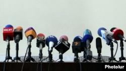 Հայաստանյան հեռուստա- և ռադիոընկերությունների միկրոֆոններ, արխիվ