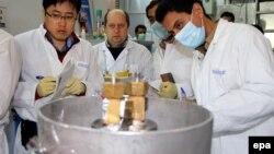 کارشناسان آژانس بین المللی انرژی اتمی در تاسیسات غنی سازی اورانیوم ایران در نطنز (عکس از آرشیو)