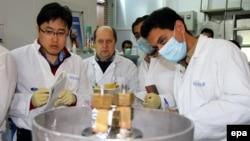 Специалисты МАГАТЭ на ядерном объекте в Натанце наблюдают за остановкой центрифуг в соответствии с промежуточным соглашением по иранской ядерной программе. 20 января 2014 года.