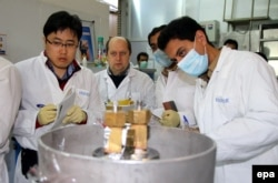 An IAEA team checks the uranium enrichment process at an Iranian nuclear plant. (file photo)