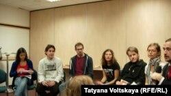 """Неформальный брифинг активистов """"Гринпис"""" в Петерубрге"""