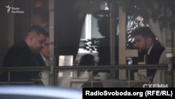 Народний депутат Одександр Грановський та нинішній адвокат Романа Насірова Олег Маліневський у ресторані Gorchitsa в Києві влітку 2016 року