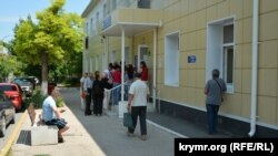 Черга в поліклініці 2-ї міської лікарні, Севастополь