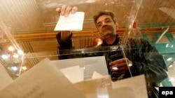 Большинство избирателей в России будут голосовать, не зная программы своего кандидата