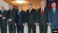The presidents of Belarus, Georgia, Kazakhstan, Kyrgyzstan, Moldova, and Russia at a CIS summit in 2005
