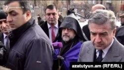 Премьер-министр Армении Карен Карапетян (слева) в Гюмри, 7 декабря 2017 г.