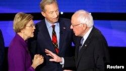 Зліва направо: учасники перегонів за право балотуватися в президенти від Демократичної партії Елізабет Воррен, Том Штейєр та Берні Сандерз