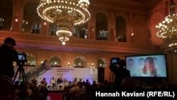 La dezbaterile Forumului 2000 la Praga