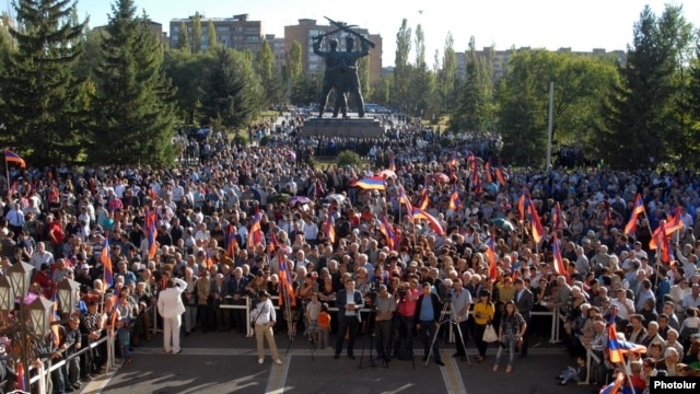 Armenia - The Armenian National Congress, Prosperous Armenia Party and Heritage Party hold a joint rally in Abovian, 25Sep2014.