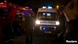 Тунис астанасында жарылыс болған жерде жүрген полицейлер. 24 қараша 2015 жыл.