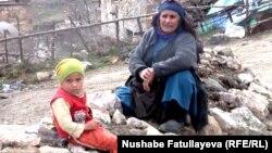 """""""Qızıl üstündə oturan"""" Çovdar kəndinin sakinləri"""