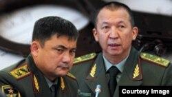 Бывшие министры обороны Таалайбек Омуралиев и Абибила Кудайбердиев.