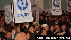 Участники предвыборного съезда Общенациональной социал-демократической партии. Алматы, 26 ноября 2011 года.