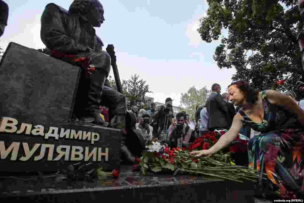 Фундатарамі помніка сталі Сьвярдлоўская вобласьць Расеі ігрупа кампаній «Пенова» зРасеі.