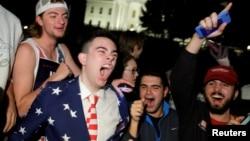 Иллюстративное фото. Сторонники Дональда Трампа на фоне Белого дома. Вашингтон, 9 ноября 2016 года