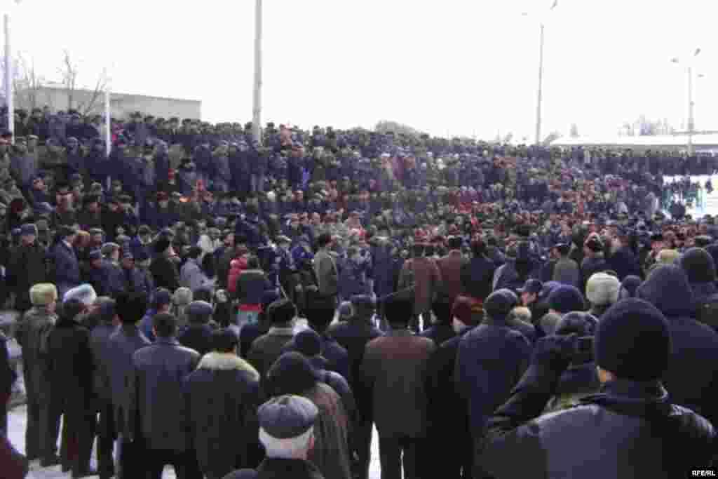 Уюштуруучулардын маалыматы боюнча митингге төрт миңден ашык адам катышты.