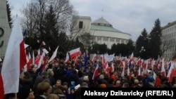Варшава. Демонстрация перед зданием Сейма. 19 декабря 2015 года.