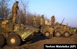 Ukrainian soldiers take up position near Urzuf on the coast of the Azov Sea on November 29. Ukraine's military is on full combat alert.
