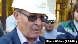 """Профсоюзный лидер металлургов """"Жактау"""" Владимир Дубин дает интервью после проведения забастовки. Темиртау, 29 июня 2012 года."""