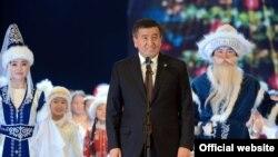 Сооронбай Жээнбеков президенттик балатыда.